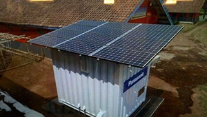 Cooperation between Photovoltaic Solar Power Generation and Containers